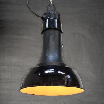 Schwarze Emaillelampe mit gusseisernem Dom