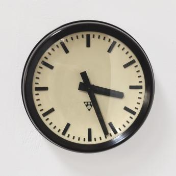 Industrielle Bakelit Uhr von Pragotron