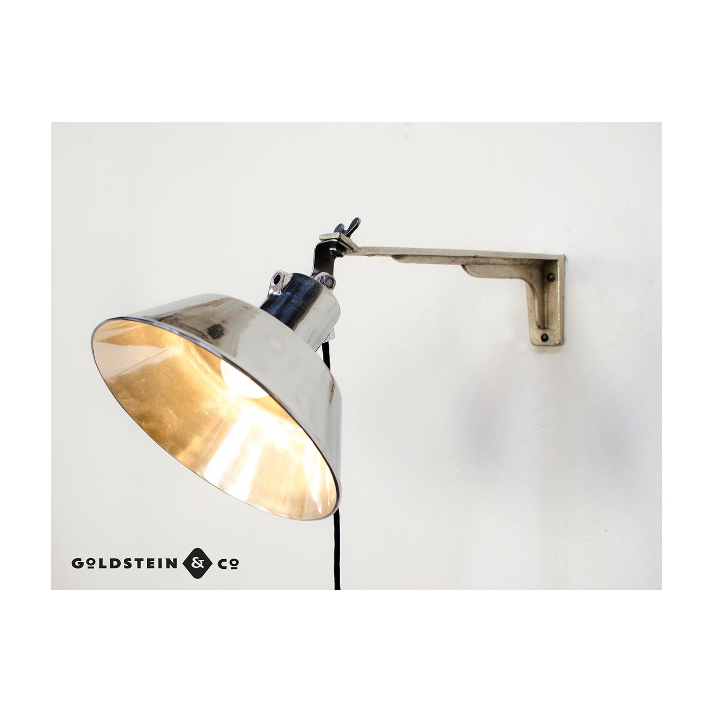 polierte fabriklampe an ausleger. Black Bedroom Furniture Sets. Home Design Ideas