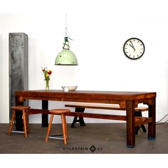 Holztisch aus alten Sportgeräten